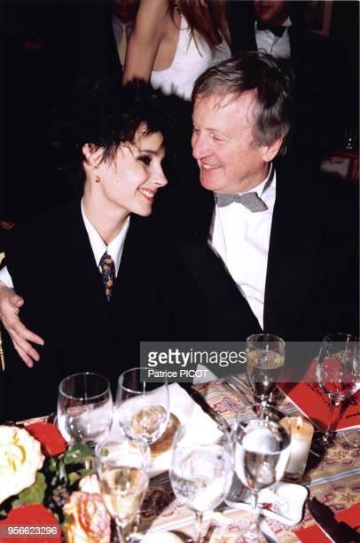 Anouk Grinberg et Claude Rich lors des Césars en février 1996 à Paris France
