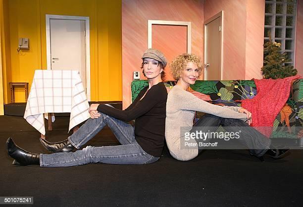 """Anouschka Renzi , Heike Kloss, Theaterstück """"Mondscheintarif"""", """"Theater an der Kö"""", Düsseldorf, Nordrhein-Westfalen, Deutschland, Europa, Bühne,..."""