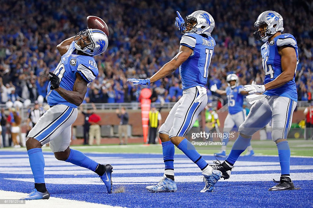 Anquan Boldin #80 of the Detroit Lions and his teammates celebrate Boldin's game winning touchdown against the Washington Redskins at Ford Field on October 23, 2016 in Detroit, Michigan. The Lions defeated the Redskins 20-17.