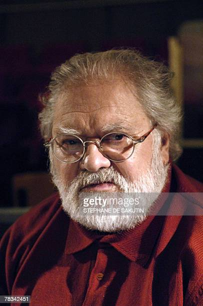 '80 ans une 'fte' pour le compositeur Pierre Henry' French musician Pierre Henry poses in a studio in Paris 09 December 2008 AFP PHOTO STEPHANE DE...