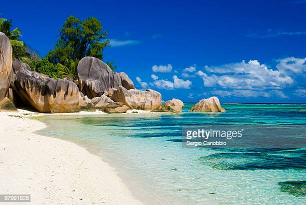 anse source d'argent on the rocks - la digue island stock pictures, royalty-free photos & images