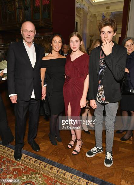 Anselm Kiefer Manuela LucaDazio Elektra Kiefer and Vergil Kiefer attend the Getty Medal Dinner 2017 at The Morgan Library Museum on November 13 2017...