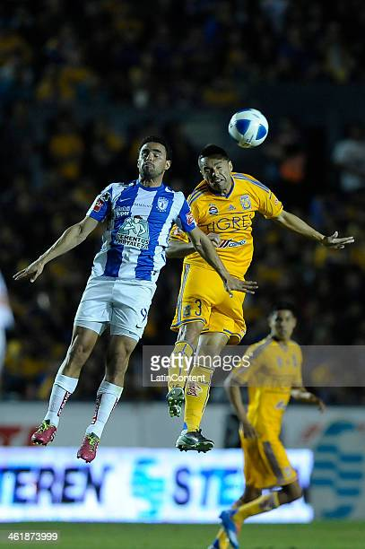 Anselmo Vendrechovsky Juninho of Tigres heads the ball with Enrique Esqueda of Pachuca during a match between Tigres UANL and Pachuca as part of the...