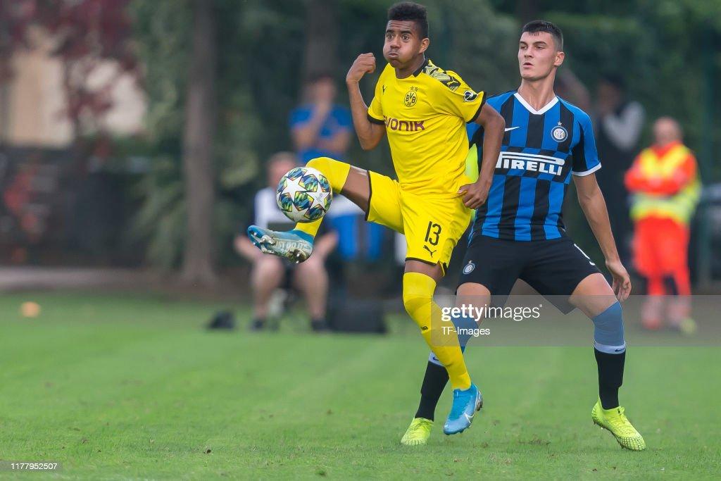 Inter Mailand U19 v Borussia Dortmund U19 - UEFA Youth League : News Photo