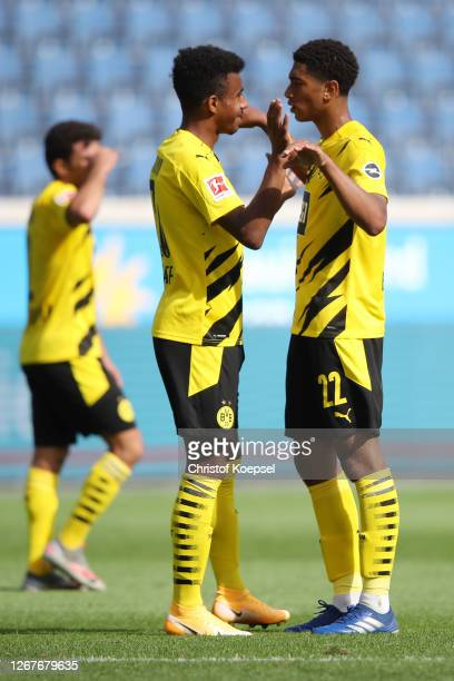 Ansgar Knauff of Dortmund celebrates the forth goal with Jude Bellingham of Dortmund during the match between MSV Duisburg and Borussia Dortmund of...