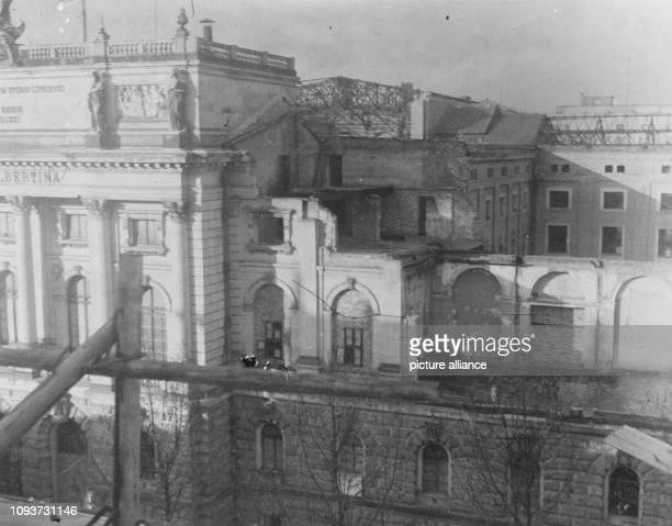Ansicht von rechten zerstörten OstFlügel in Beethovenstr wahrscheinl von Ruine des Gewandhauses aus aufgenommen