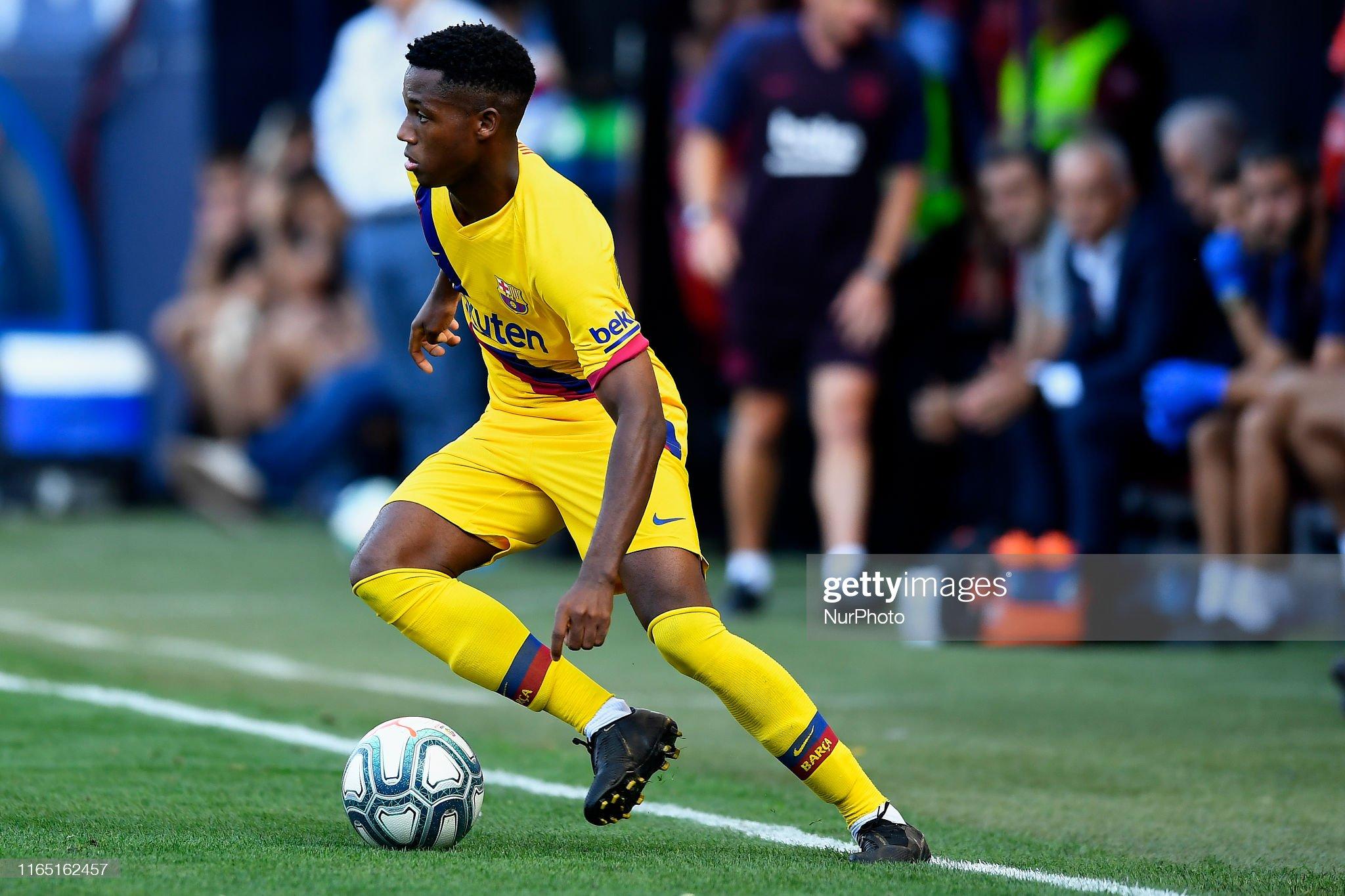صور مباراة : أوساسونا - برشلونة 2-2 ( 31-08-2019 )  Ansu-fati-of-barcelona-controls-the-ball-during-the-liga-match-ca-picture-id1165162457?s=2048x2048