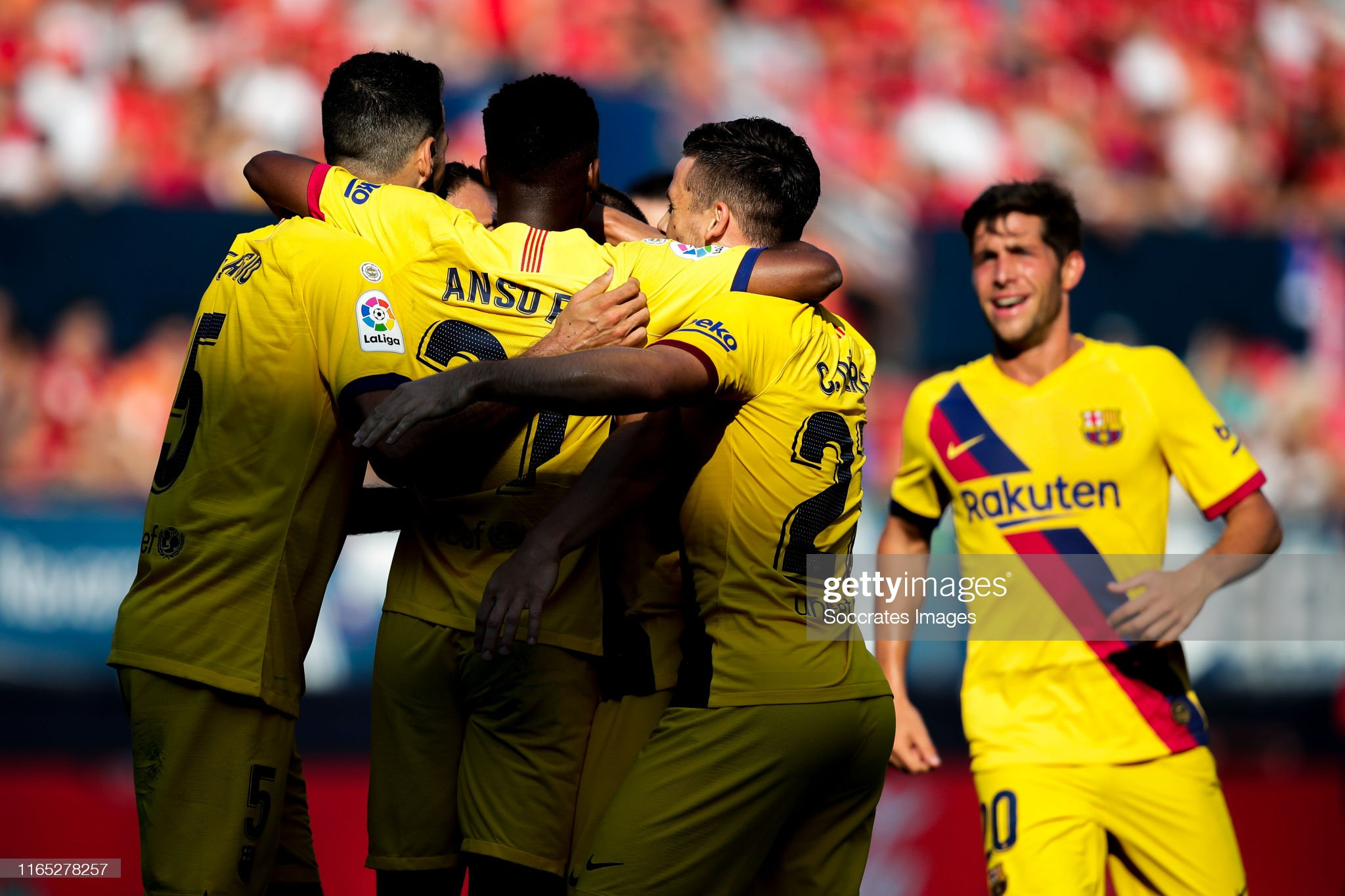 صور مباراة : أوساسونا - برشلونة 2-2 ( 31-08-2019 )  Ansu-fati-of-fc-barcelona-sergio-busquets-of-fc-barcelona-jordi-alba-picture-id1165278257?s=2048x2048