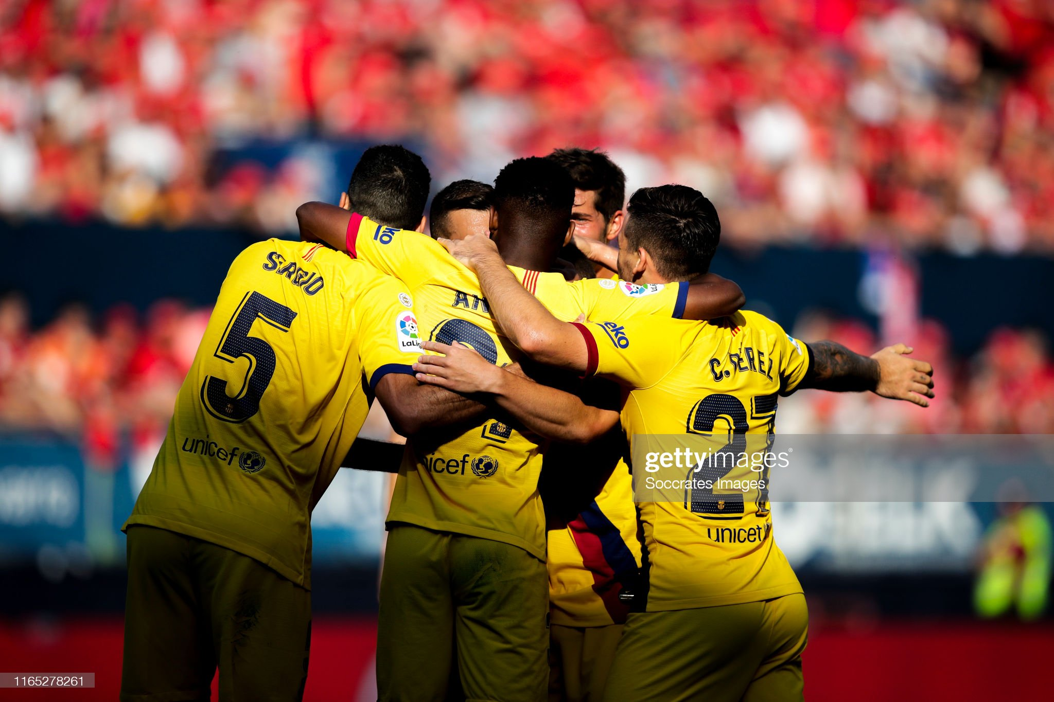 صور مباراة : أوساسونا - برشلونة 2-2 ( 31-08-2019 )  Ansu-fati-of-fc-barcelona-sergio-busquets-of-fc-barcelona-jordi-alba-picture-id1165278261?s=2048x2048