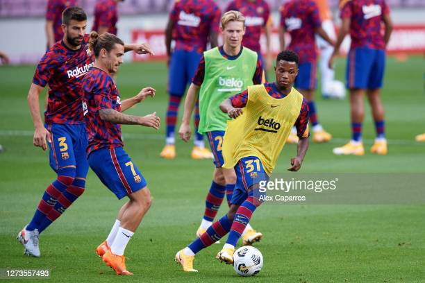Ansu Fati of FC Barcelona warms up with Gerard Pique Antoine Griezmann and Frenkie De Jong before the Joan Gamper Trophy match between FC Barcelona...