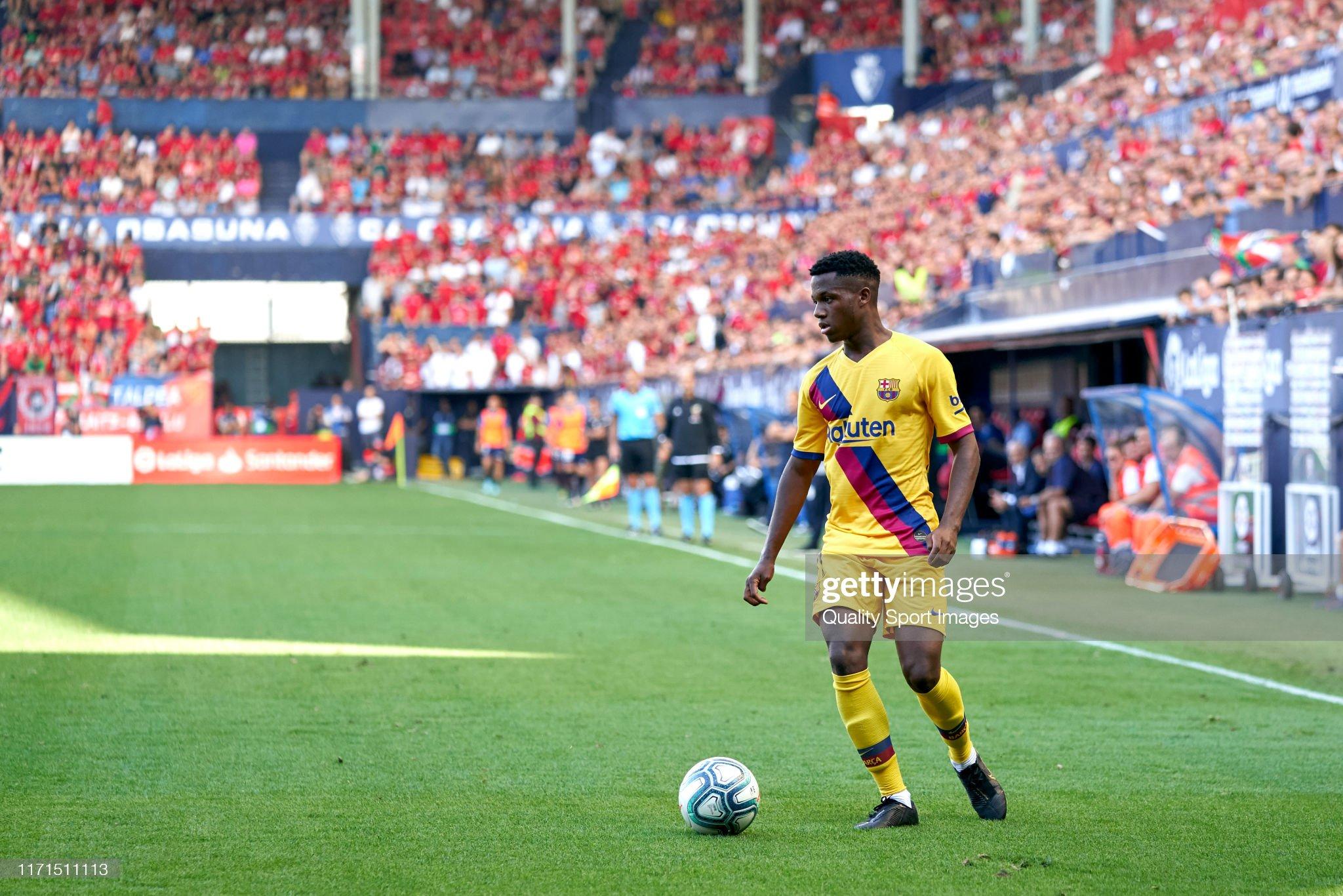 صور مباراة : أوساسونا - برشلونة 2-2 ( 31-08-2019 )  Ansu-fati-of-fc-barcelona-with-the-ball-during-the-liga-match-between-picture-id1171511113?s=2048x2048
