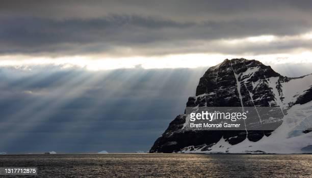 antarctic coastline - antarctic sound stock pictures, royalty-free photos & images