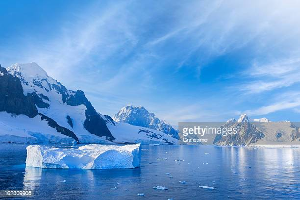 antarctica lemaire channel snowy mountain - berg stock pictures, royalty-free photos & images