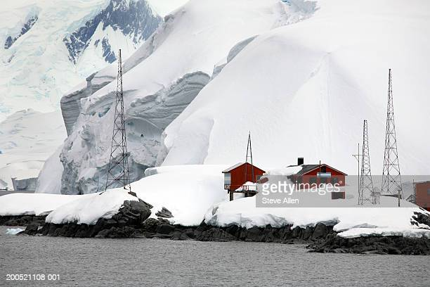 antarctica, melchior islands, argentine research base - houses in antarctica stock pictures, royalty-free photos & images