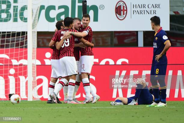 Ante Rebic of AC Milan celebrates his first goal with his teammates during the Serie A match between AC Milan and AS Roma at Stadio Giuseppe Meazza...