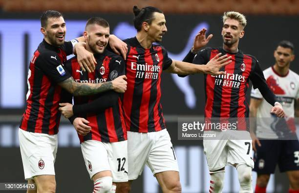 Ante Rebic of AC Milan celebrates his goal with his team-mates Alessio Romagnoli, Zlatan Ibrahimovic and Samuel Castillejo during the Serie A match...