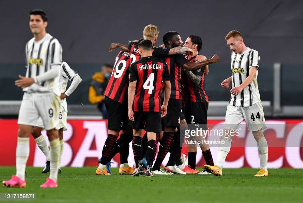 Ante Rebic of A.C. Milan celebrates with team mates after scoring their side's second goal during the Serie A match between Juventus and AC Milan at...