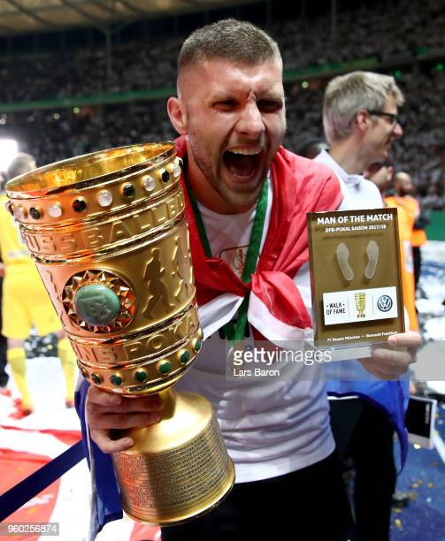 Ante Rebic of frankfurt celebrates with the trophy after the DFB Cup final between Bayern Muenchen and Eintracht Frankfurt at Olympiastadion on May...