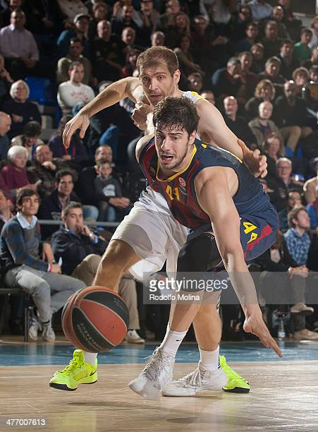 Ante Tomic #44 of FC Barcelona competes with Luka Zoric #22 of Fenerbahce Ulker Istanbul during the 20132014 Turkish Airlines Euroleague Top 16 Date...