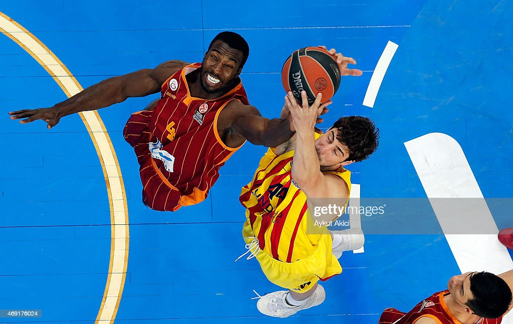 Ante Tomic, #44 of FC Barcelona competes with Patric Young, #4 of Galatasaray Liv Hospital Istanbul during the Turkish Airlines Euroleague Basketball Top 16 Date 14 game between Galatasaray Liv Hospital Istanbul v FC Barcelona at Abdi Ipekci Sports Hall on April 10, 2015 in Istanbul, Turkey.