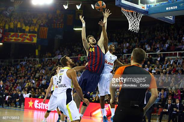 Ante Tomic of FC Barcelona duels for the ball with Ricky Hickman of Fenerbahce Ulker during the Euroleague Basketball match between FC Barcelona and...