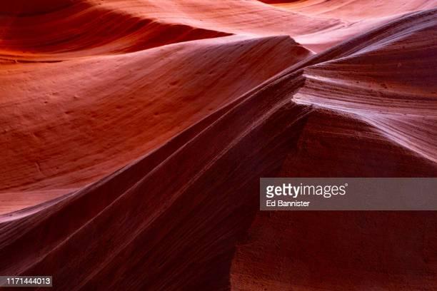 antelope canyon navajo sandstone light shadow - rocha vermelha imagens e fotografias de stock