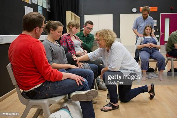 antenatal class practicing breathing technique - geburtsvorbereitung stock-fotos und bilder
