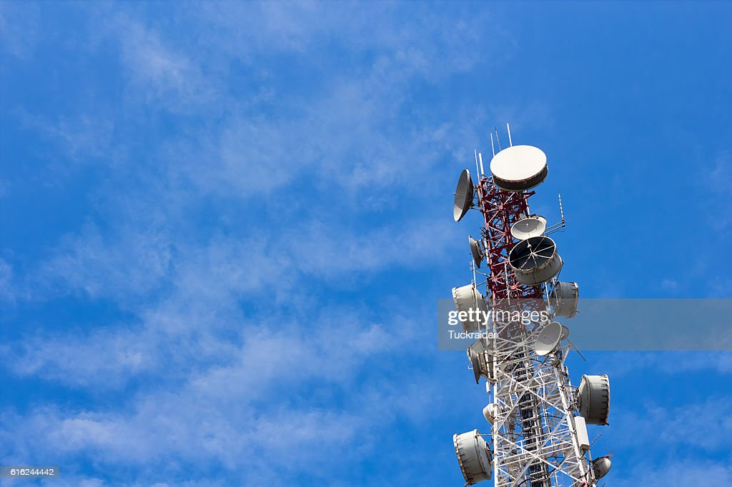 Antenna on transmission tower : Stock-Foto