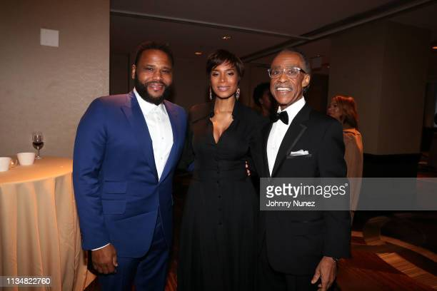 Anthony Anderson Aisha McShaw and Reverend Al Sharpton attend the 2019 National Action Network Keepers Of The Dream Awards at the Sheraton Times...