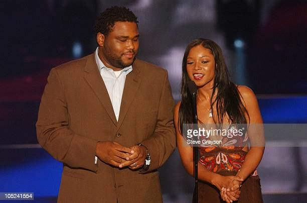 Anthony Anderson and Tamala Jones presents the Lena Horne Career Acheivement Award to Vivica A. Fox.