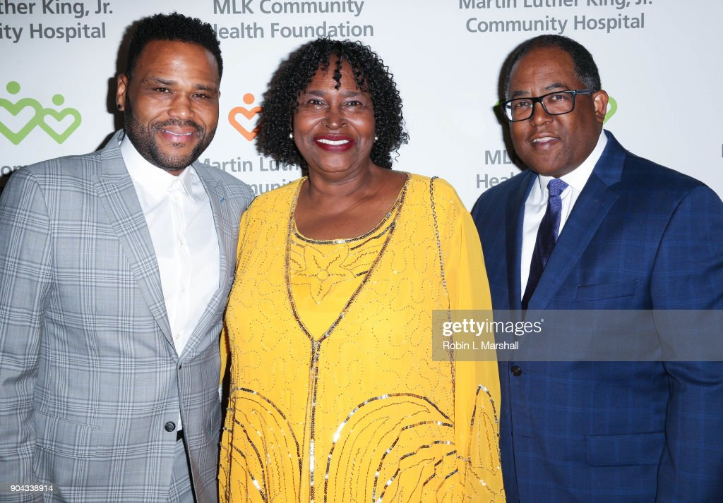 Anthony Anderson, mother Doris Hancox and Mark Ridley-Thomas attend the MLK Community Health Foundation's 'Sharing The Dream' Luncheon at Dorothy Chandler Pavilion on January 12, 2018 in Los Angeles, California.