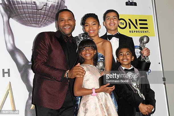 Anthony Anderson Yara Shahidi Marcus Scribner Miles Brown and Marsai Martin pose in the press room during the 47th NAACP Image Awards held at...