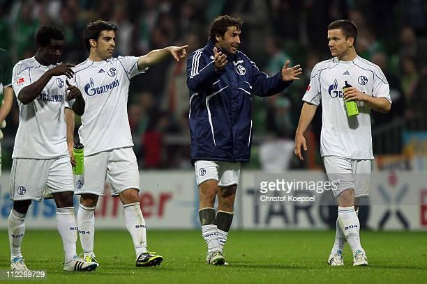 Anthony Annan José Manuel Jurado Raúl Gonzalez and Alexander Baumjohann of Schalke talk afte rthe 11 draw after the Bundesliga match between SV...