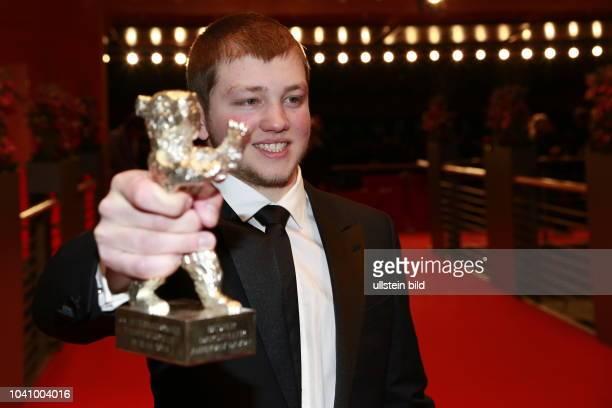 Anthony Bajon Gewinner des Silbernen Bären als Bester Darsteller der Berlinale nach der Preisverleihung auf dem roten Teppich der 68 Berlinale am im...