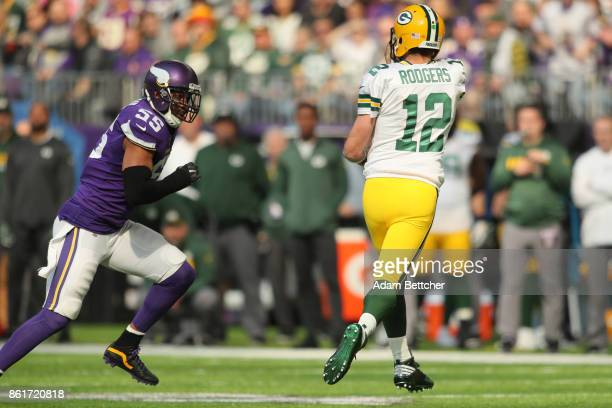 Anthony Barr of the Minnesota Vikings chases Aaron Rodgers of the Green Bay Packers during the first quarter of the game on October 15 2017 at US...