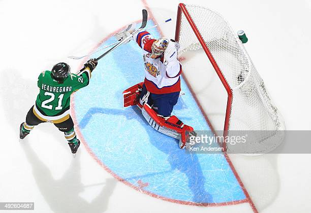 Anthony Beauregard of the Val'Dor Foreurs taps at a puck just above Tristan Jarry of the Edmonton Oil Kings during Game Five of the 2014 MasterCard...