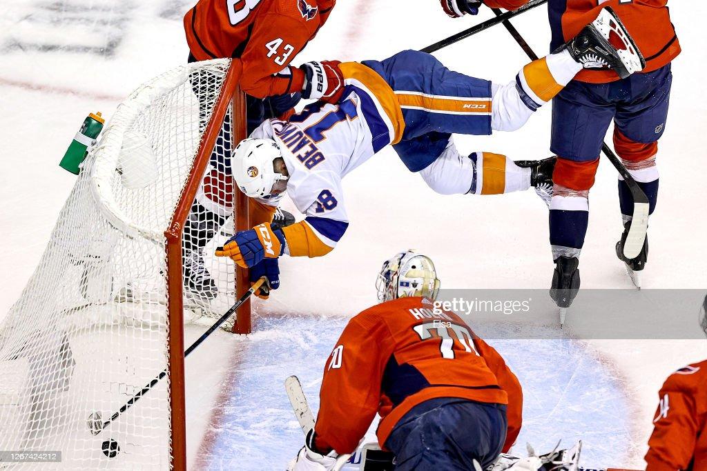 Washington Capitals v New York Islanders - Game Five : Photo d'actualité