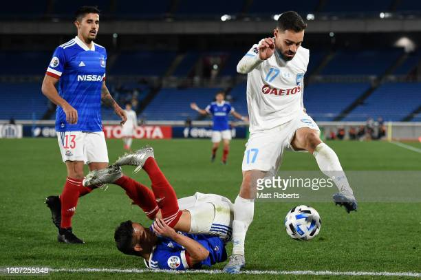 Anthony Caceres of Sydney FC competes for the ball against Takuya Kida of Yokohama F.Marinos during the AFC Champions League Group H match between...