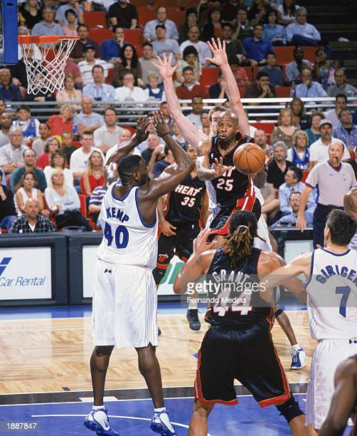 Anthony Carter feeds the ball to Brian Grant of the Miami Heat around Shawn Kemp of the Orlando Magic during the NBA game at TD Waterhouse Centre on...