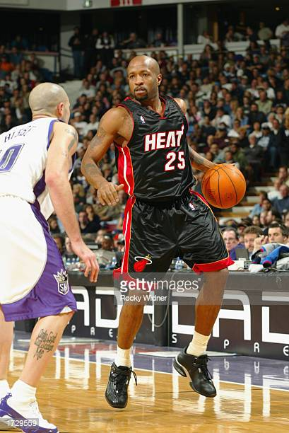 Anthony Carter of the Miami Heat drives the ball during the NBA game against the Sacramento Kings at Arco Arena on January 5 2003 in Sacramento...