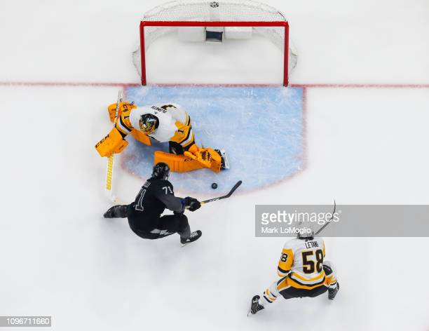 Anthony Cirelli of the Tampa Bay Lightning scores a short handed goal against goalie Casey DeSmith of the Pittsburgh Penguins in the second period at...