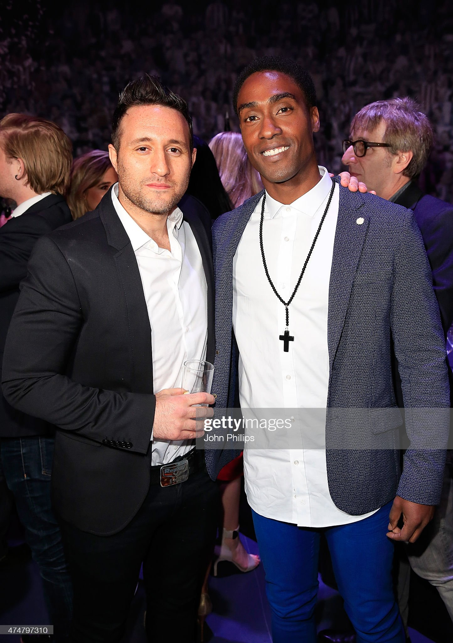 ¿Cuánto mide Antony Costa? - Real height Anthony-costa-and-simon-webbe-at-the-inaugural-facebook-football-on-picture-id474797310?s=2048x2048