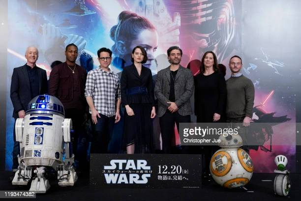 Anthony Daniels John Boyega JJ Abrams Daisy Ridley Oscar Isaac Kathleen Kennedy and Chris Terrio pose for photos with Star Wars characters R2D2 BB8...