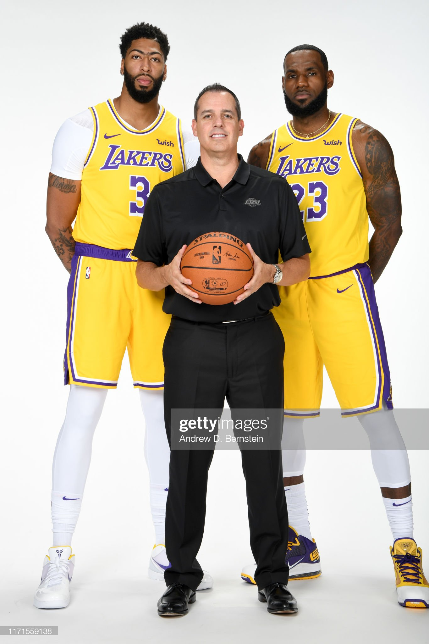 ¿Cuánto mide LeBron James? - Altura - Real height Anthony-davis-head-coach-frank-vogel-and-lebron-james-of-the-los-picture-id1171559138?s=2048x2048