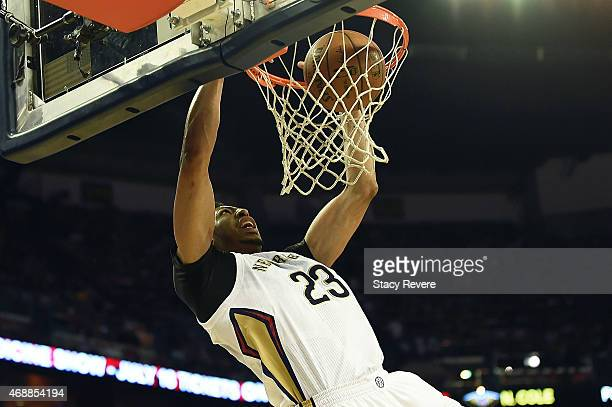 Anthony Davis of the New Orleans Pelicans dunks during the first half of a game against the Golden State Warriors at the Smoothie King Center on...