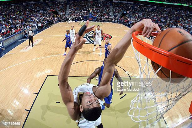 Anthony Davis of the New Orleans Pelicans dunks the ball against the Los Angeles Clippers during an NBA game on February 24 2014 at the Smoothie King...