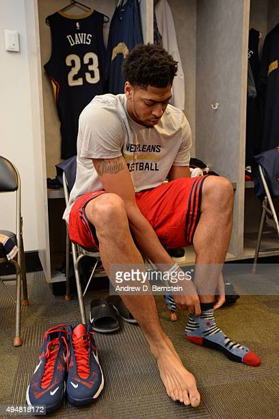 Anthony Davis of the New Orleans Pelicans gets ready before the game against the Golden State Warriors on October 27 2015 at ORACLE Arena in Oakland...