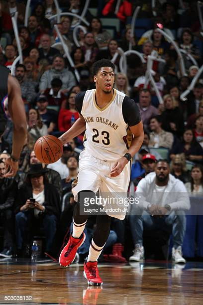 Anthony Davis of the New Orleans Pelicans handles the ball against the Los Angeles Clippers on December 31 2015 at the Smoothie King Center in New...