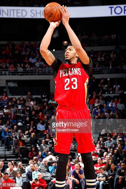Anthony Davis of the New Orleans Pelicans shoots the ball during the game against the Detroit Pistons on February 21 2016 at The Palace of Auburn...