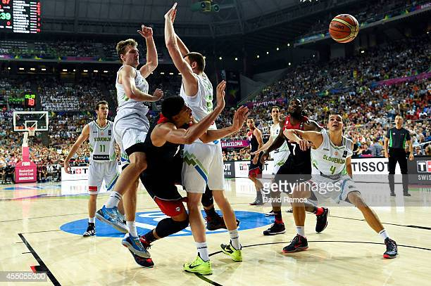 Anthony Davis of the USA Basketball Men's National Team duels for the ball with Slovenia Basketball Men's National Team players during 2014 FIBA...